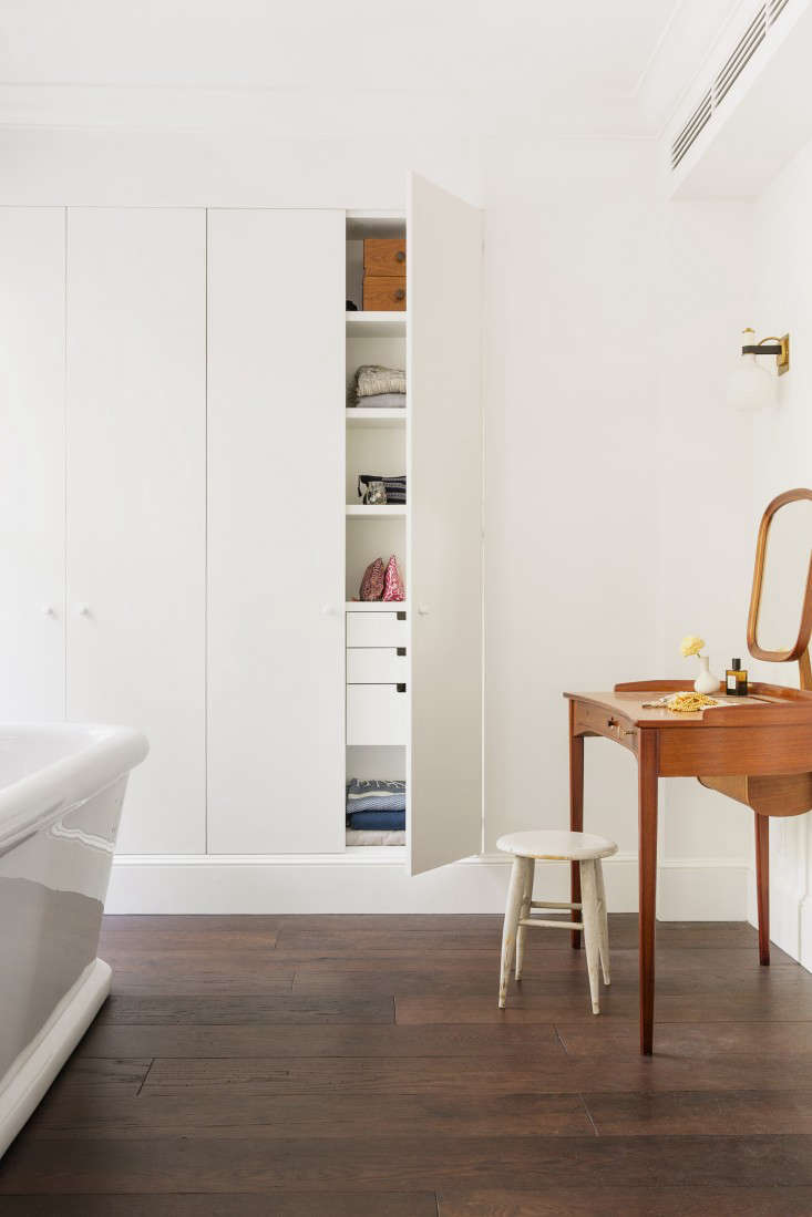 Additional storage was almost invisibly built into this Elizabeth Roberts–designed bathroom.Photograph byDustin Aksland, fromIndoor/Outdoor Living, Brooklyn-Style.