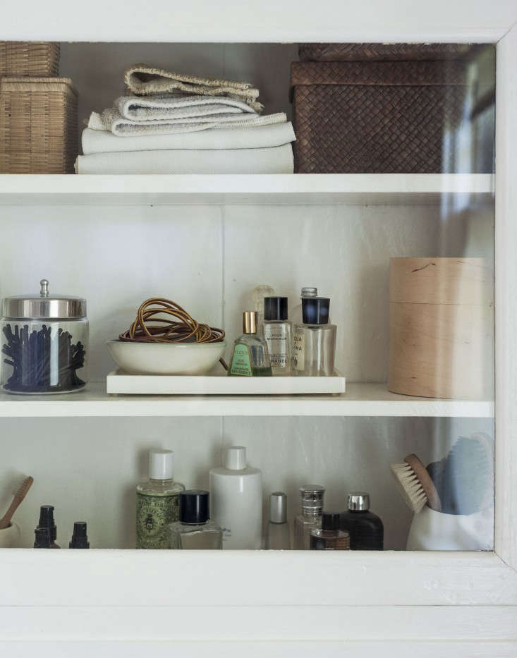 sarah-lonsdale-rental-house-bathroom-design-cabinet-Remodelista