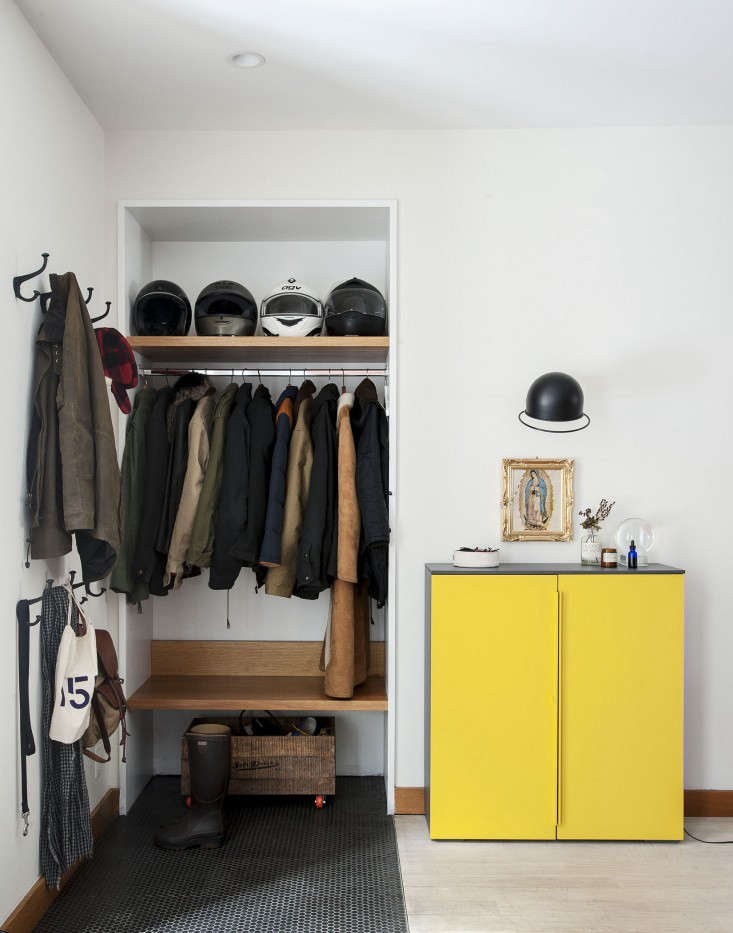 Open closet in the entry of a Brooklyn duplex designed by Oliver Freundlich   Remodelista