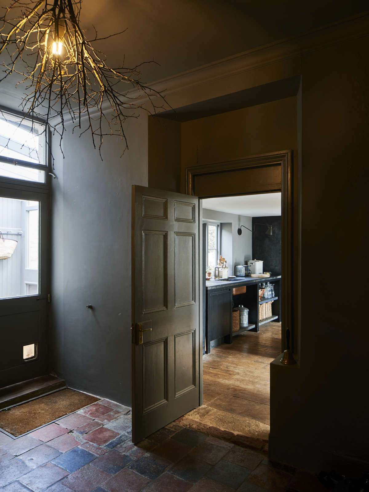London theater designer Niki Turner's kitchen remodel in a historic house in Gloucestershire | Remodelista