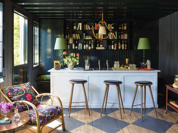 small-mill_valley_garden_bar_family_room_gardenista_OT068901