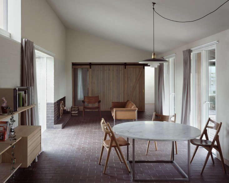 Rural-Office-For-Architecture-Old-Barn-Norfolk-07__104__Ioana Marinescu-Remodelista-733x586