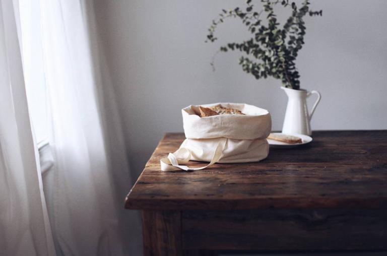 dans-le-sac-bread-bag-on-table-instagram-768x508