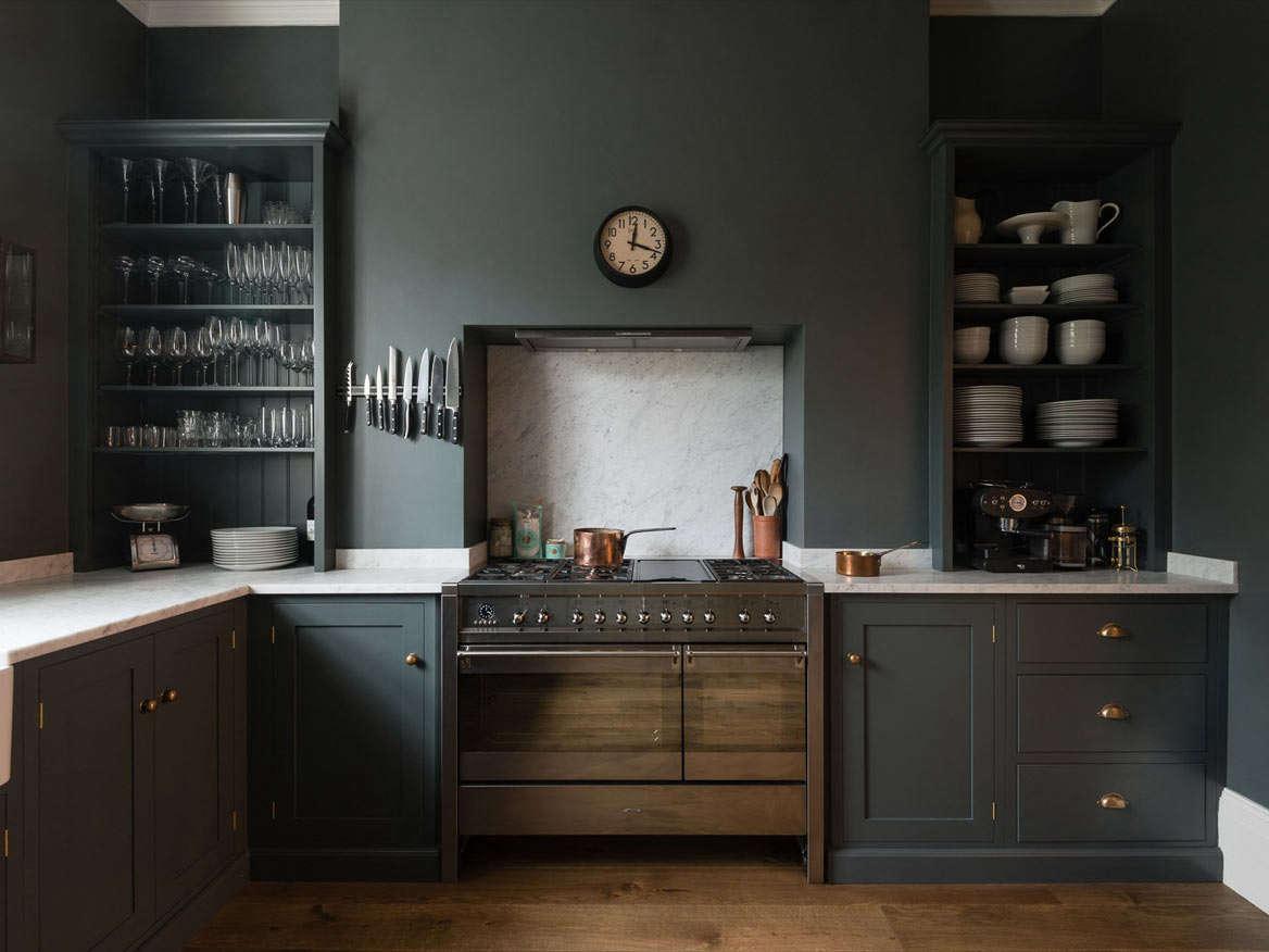 deVOL-Bloomsbury--dark-shaker-cabinets
