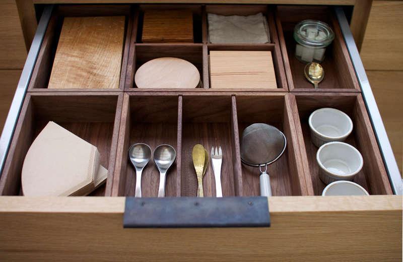 japanese-design-kitchen-drawer-inside-organized