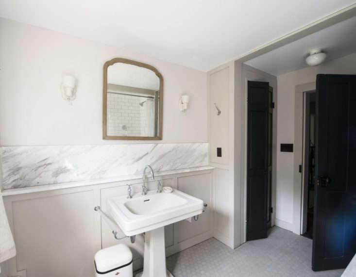 Roberto Sosa Farmhouse Bathroom, Photo by Mylene Pionilla