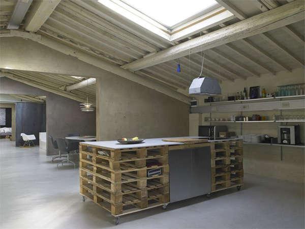 Studio Q-Biq Pallet Kitchen, Photo by Lorenzo Nencioni