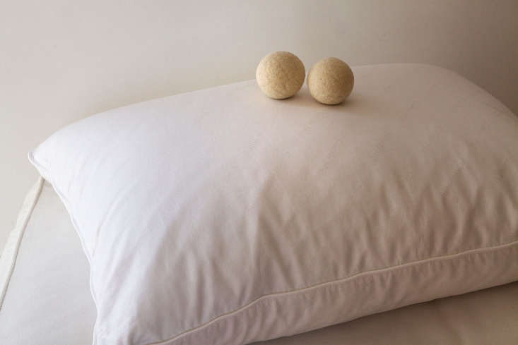 how to wash dry pillow