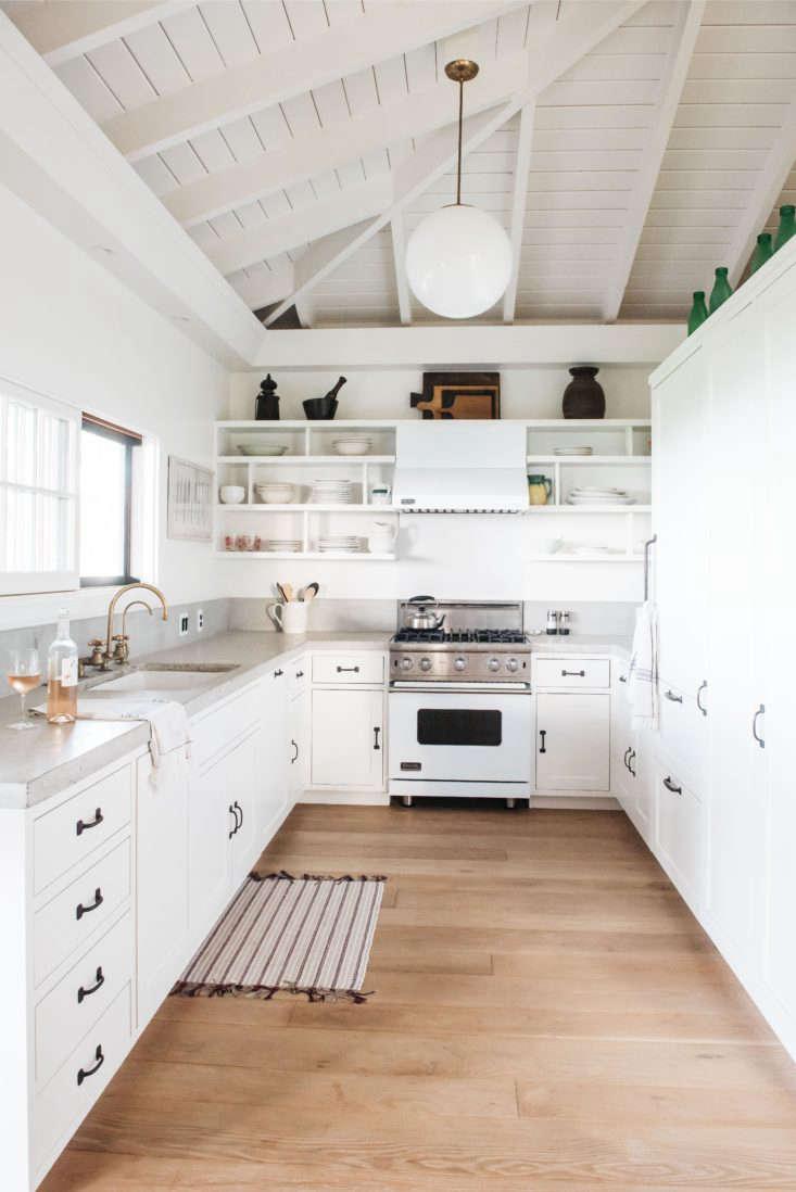 Roberto Sosa Hawaii Beach House Kitchen