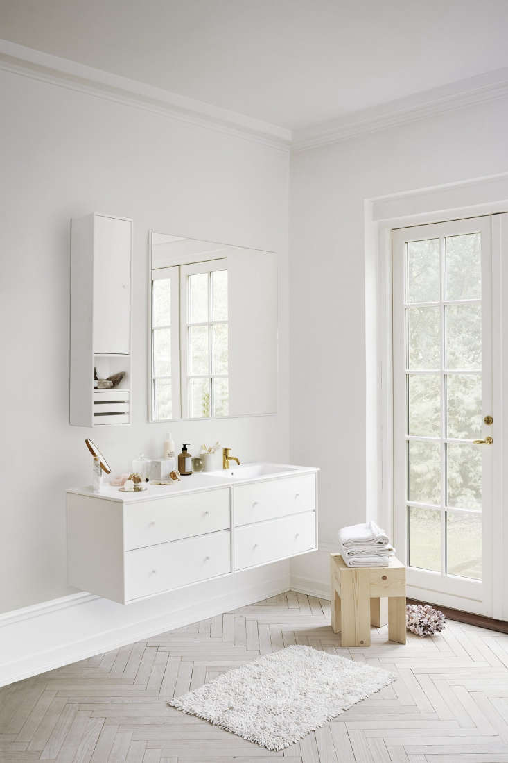 Montana Denmark modular bath storage in white