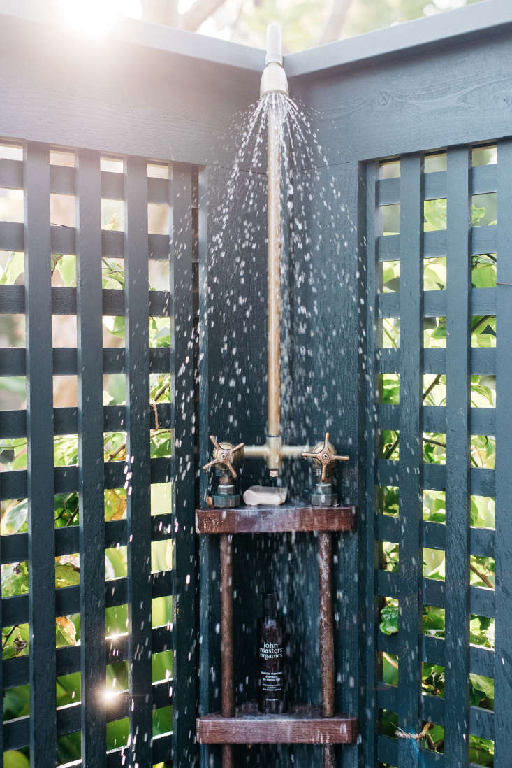 Roberto Sosa Hawaii Beach House Outdoor Shower