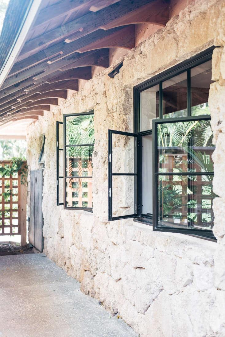 Roberto Sosa Hawaii Carriage House Windows