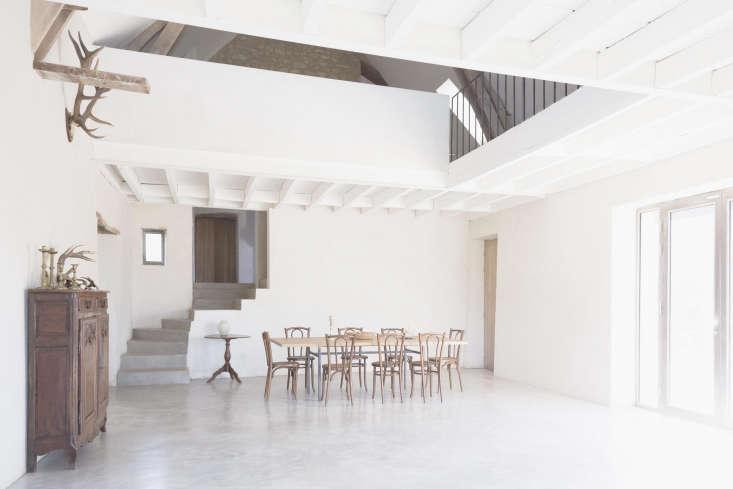 Septembre Architecture Sereine Dining Room, Photo by Maris Mezulis