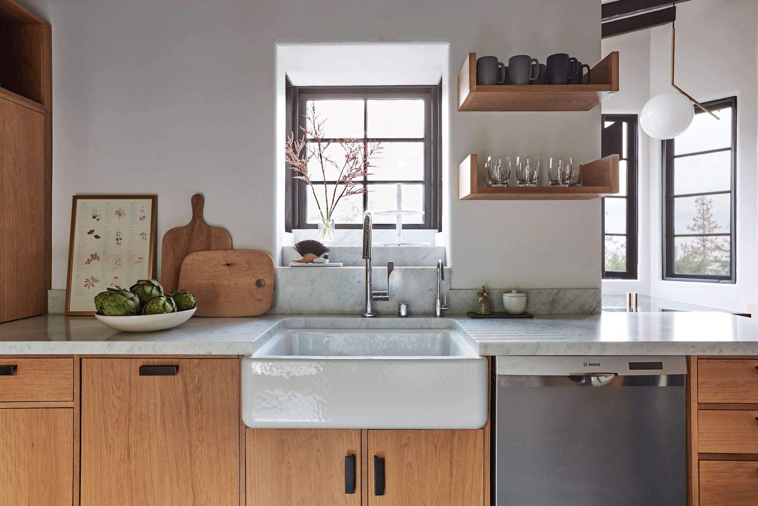 live-oak-kitchen-beamed-ceilings-wood-cabinets-jolie7
