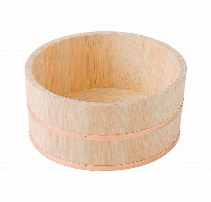 Hinoki bathtub bucket from Hinoki Japan via Amazon.