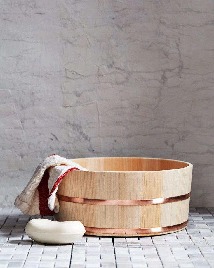 Hinoki bath bucket by Kiso Lifestyle Labo from Nalata Nalata.