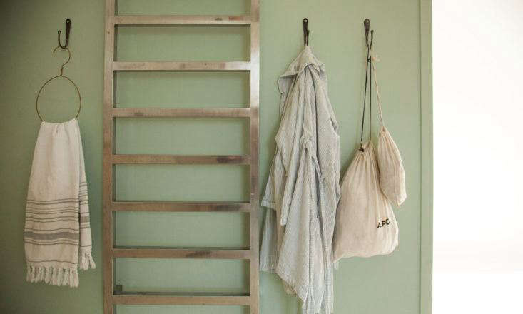 Tessa Hop Bath Hooks in Socialite Family