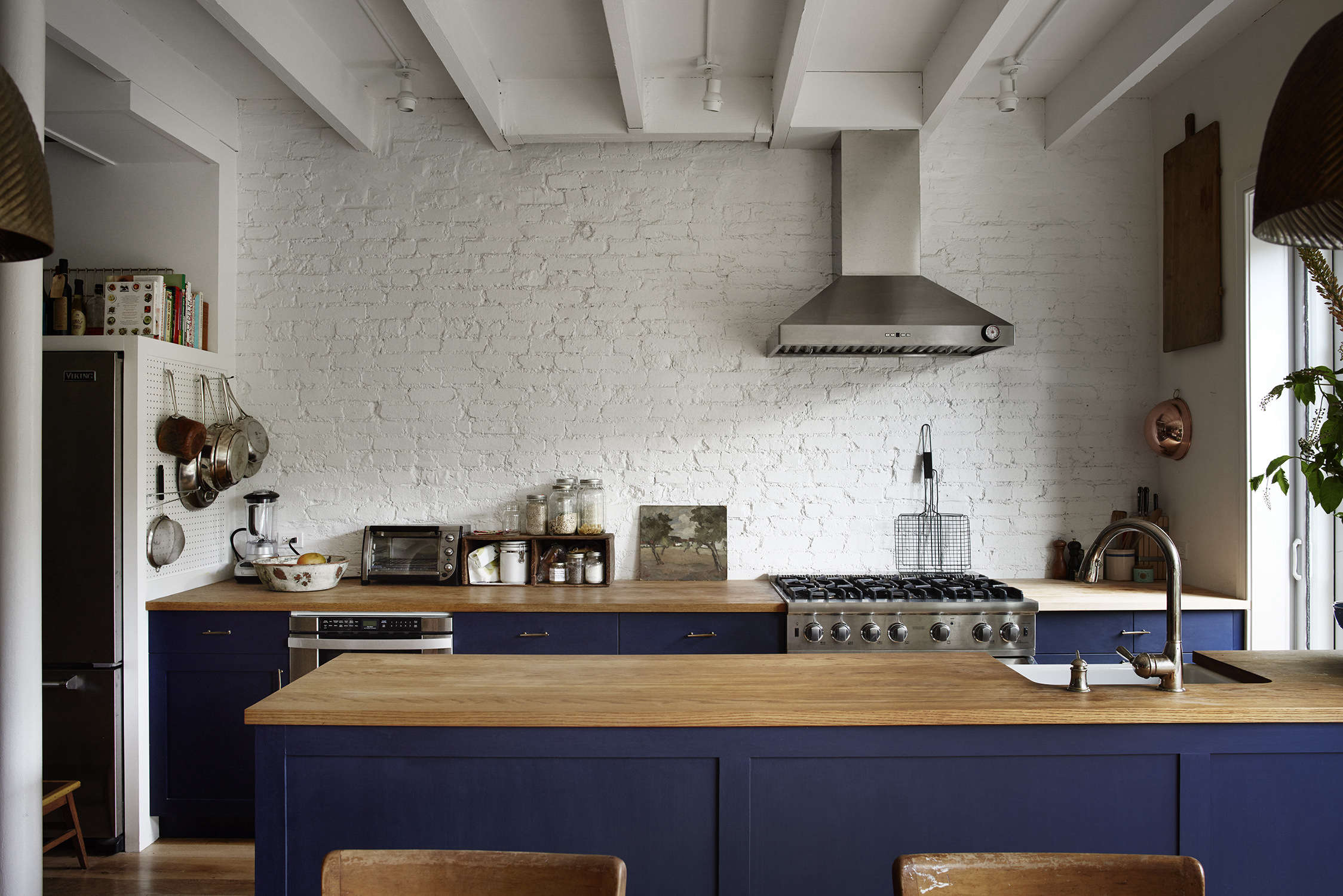 Rony Vardi's Carroll Gardens, Brooklyn townhouse open kitchen in navy, remodeled by Bangia Agostinho Architecture. Pia Ulin photo.