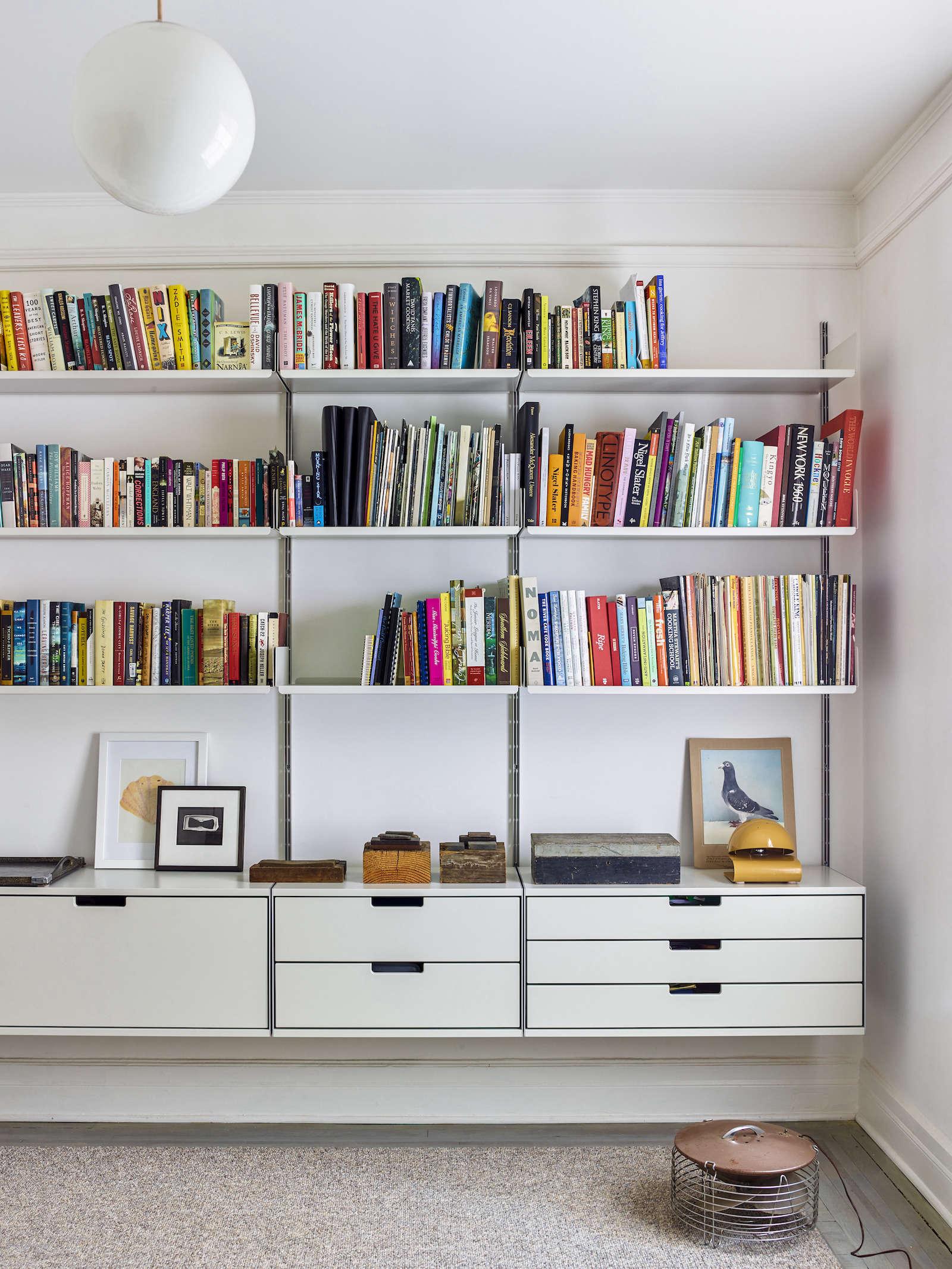 Matthew Axe Jackson Heights Apartment Vitsoe Shelves by Eric Piasecki