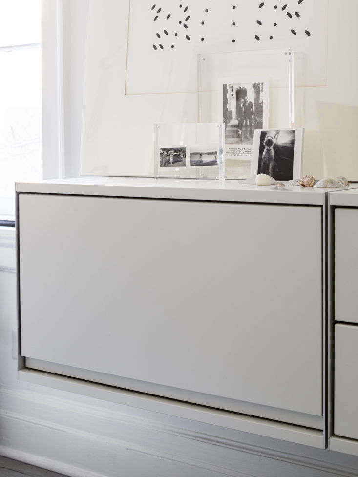Matthew Axe Jackson Heights Apartment Closed Vitsoe Cabinet by Eric Piasecki