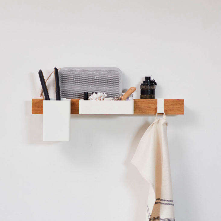 Gejst Flex ledge storage system in the bathroom.