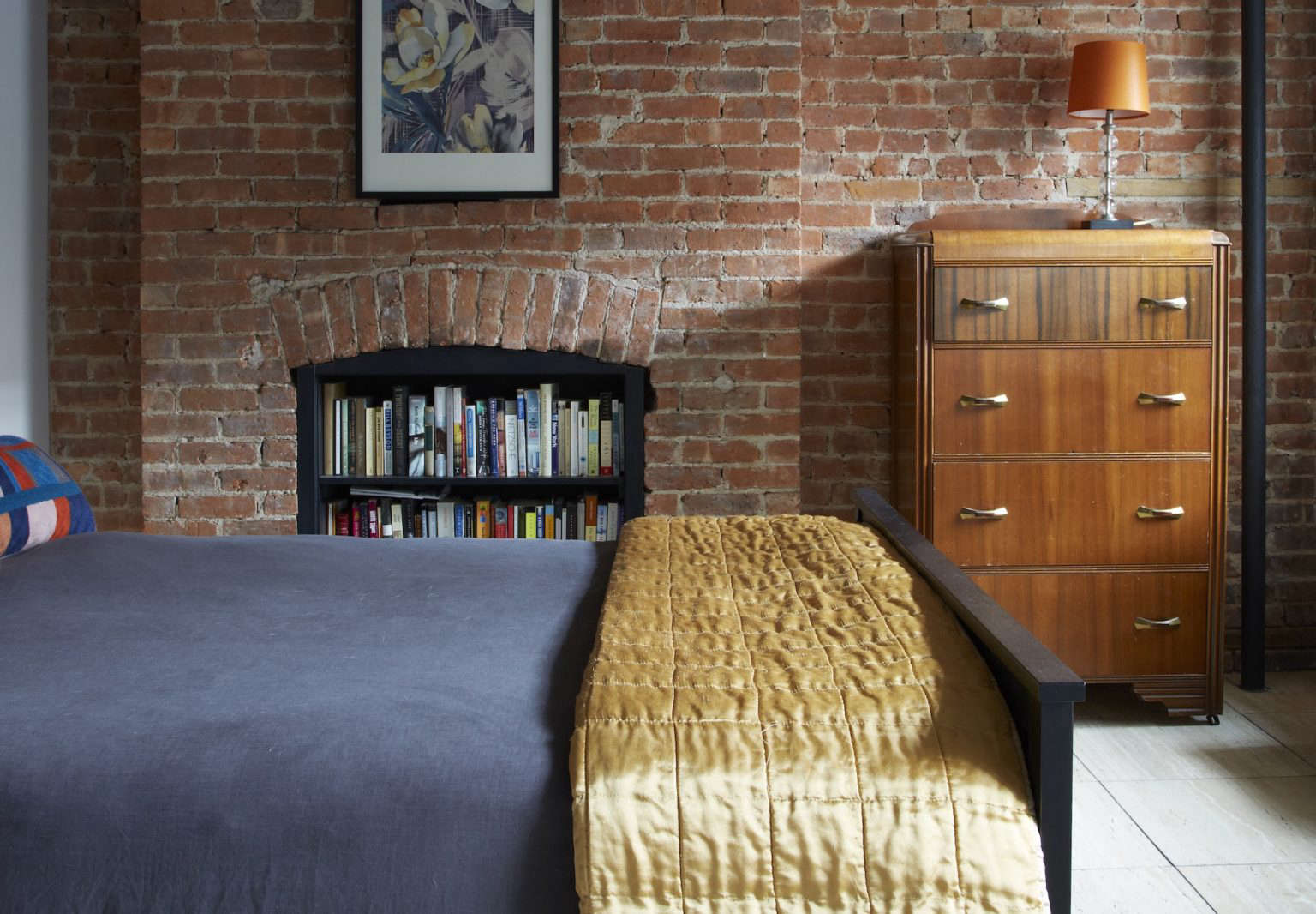 Agencie Fireplace Books Bedroom