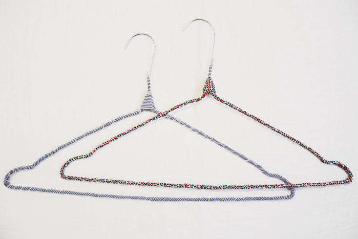 DIY cloth-wrapped wire clothes hangers at Pez Madrid.