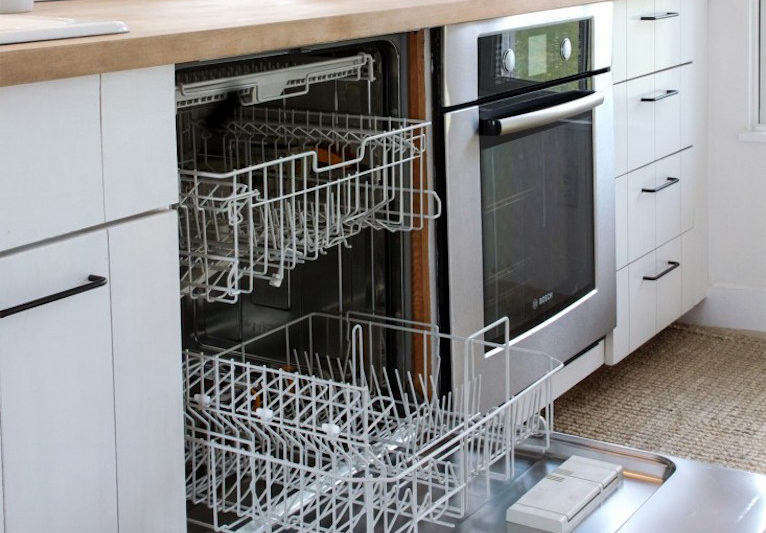 How to clean a dishwasher. Justine Hand for Remodelista.