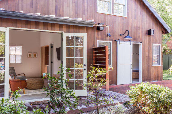 Christine Lennon Guest Barn Outdoor Shower, Image by Stephen Paul and Paul Anderson
