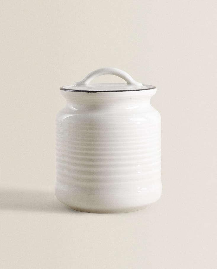 Hermetically Sealed Earthenware Jar at Zara Home