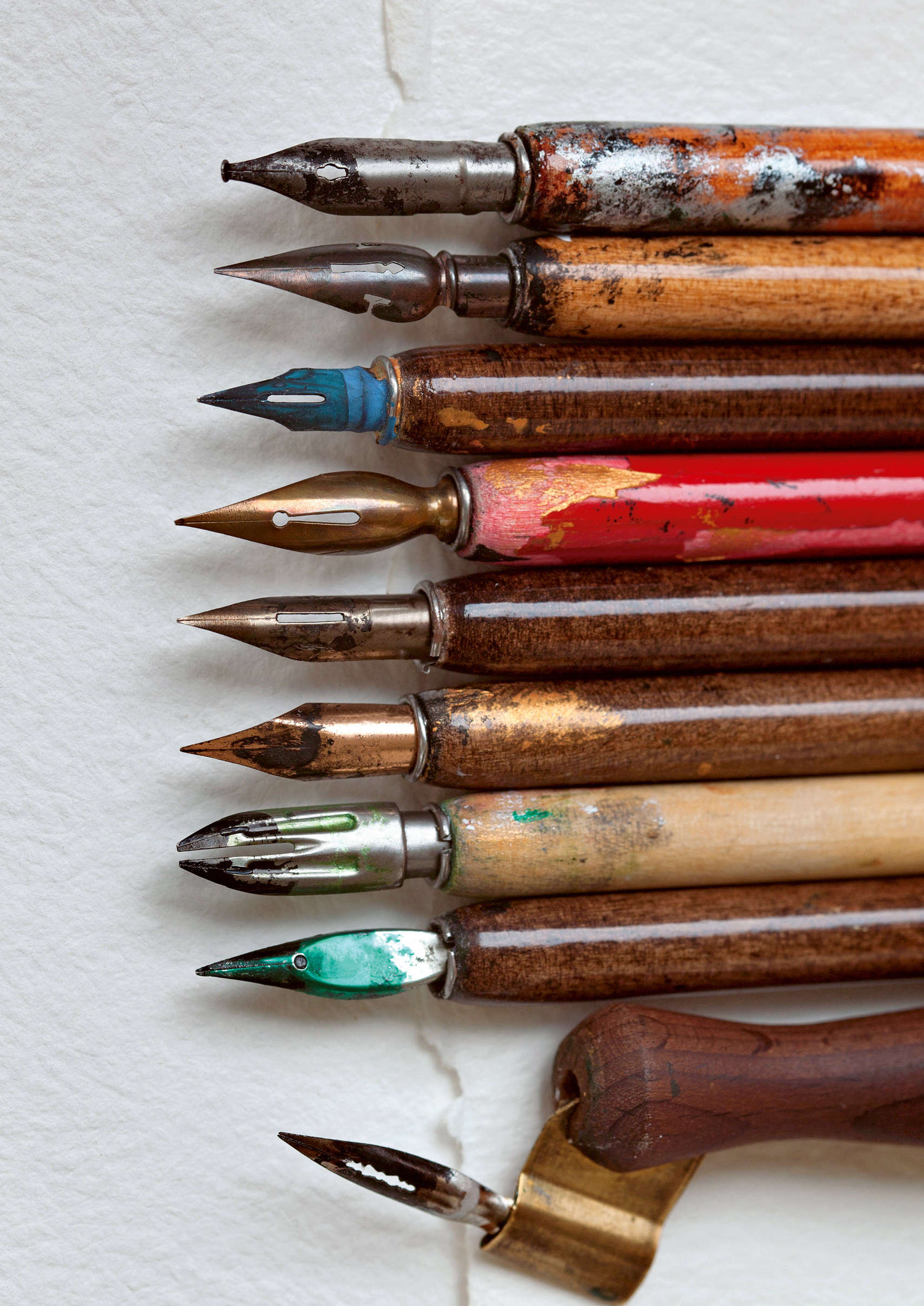 Pens From Living Without Plastic Book by Christine Wong and Brigette Allen, Photo via Besjunior and Adobe Stock