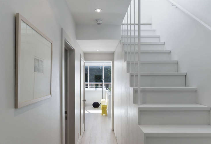 Annex Apartment: Stairs to the attic office